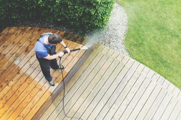 tuin en zwembad schoonmaken